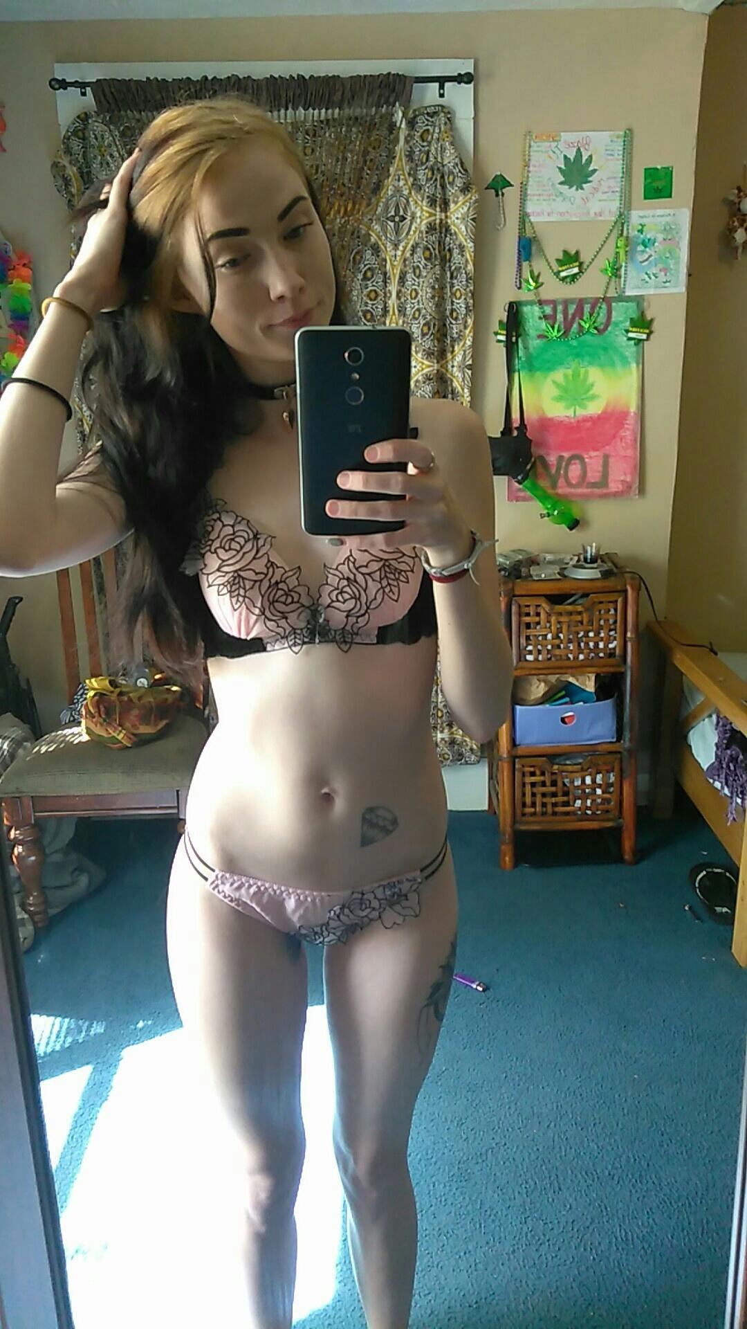 Tight lil ass vape shop hotties - 1 part 6